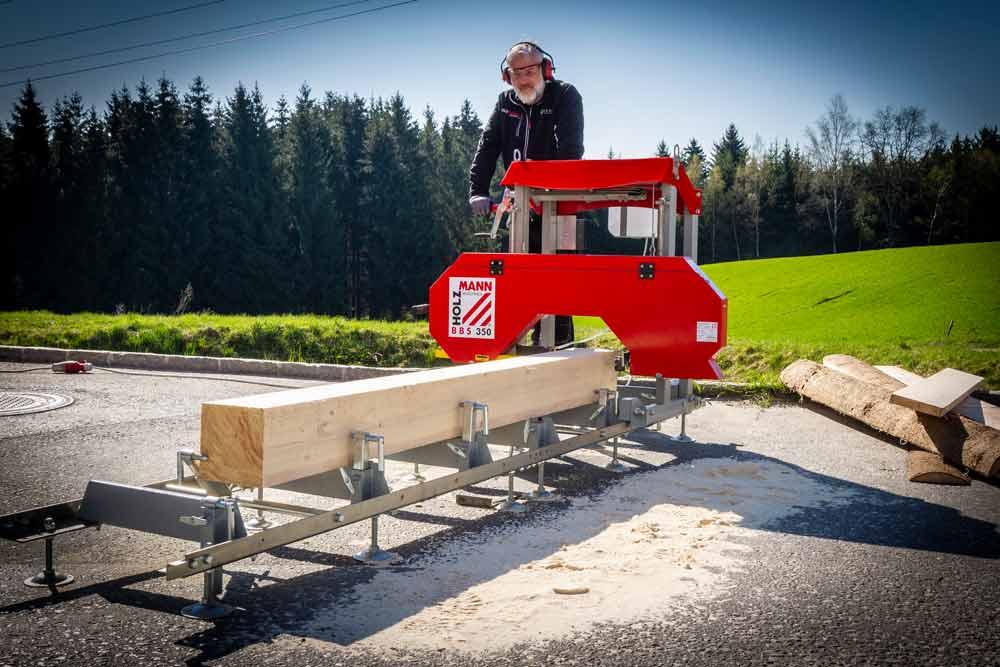 Kmenová pásová pila na dřevo - katr Holzmann BBS350-4